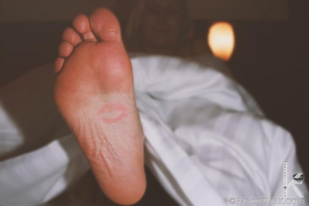 Bir Kadının Ayağının Altını Öptüm