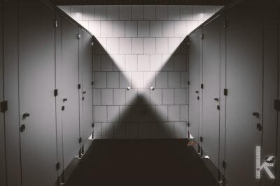 Umumi tuvalette çıplak görev